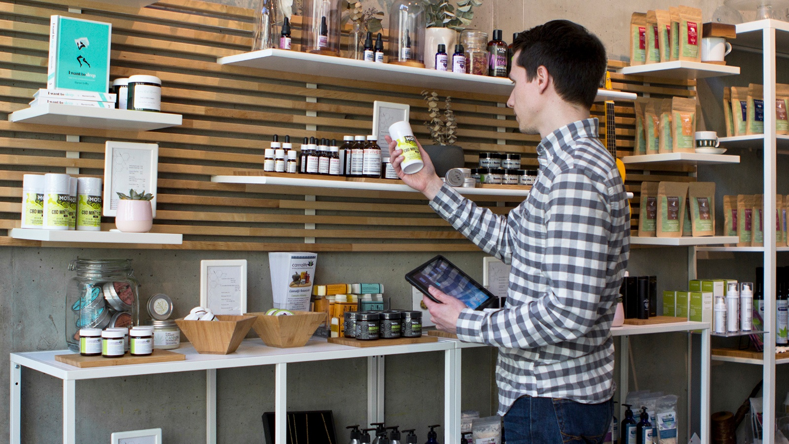 4-Features-Your-Cannabis-Inventory-Management-Tool-Should-Include.jpg